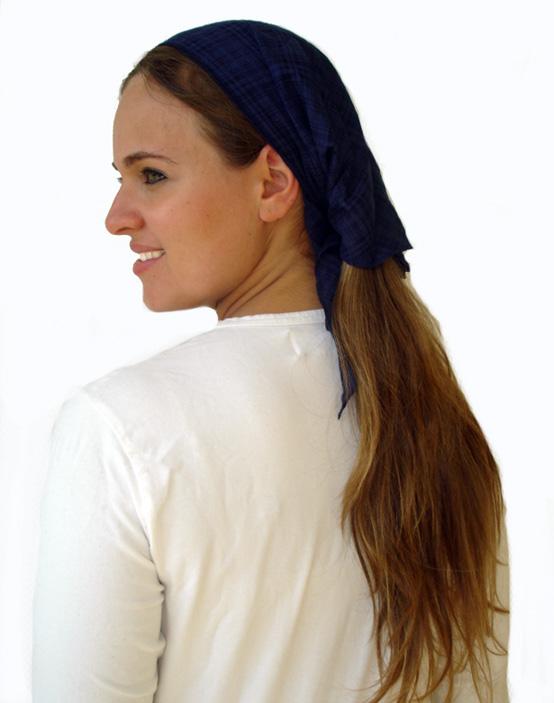 Small triangular gauzy scarves